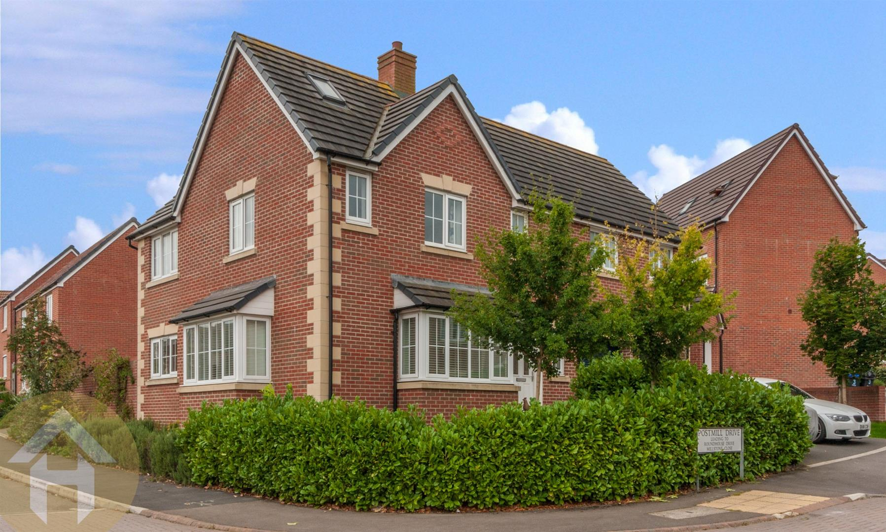 5 Bedrooms Detached House for sale in Postmill Drive, Royal Wootton Bassett